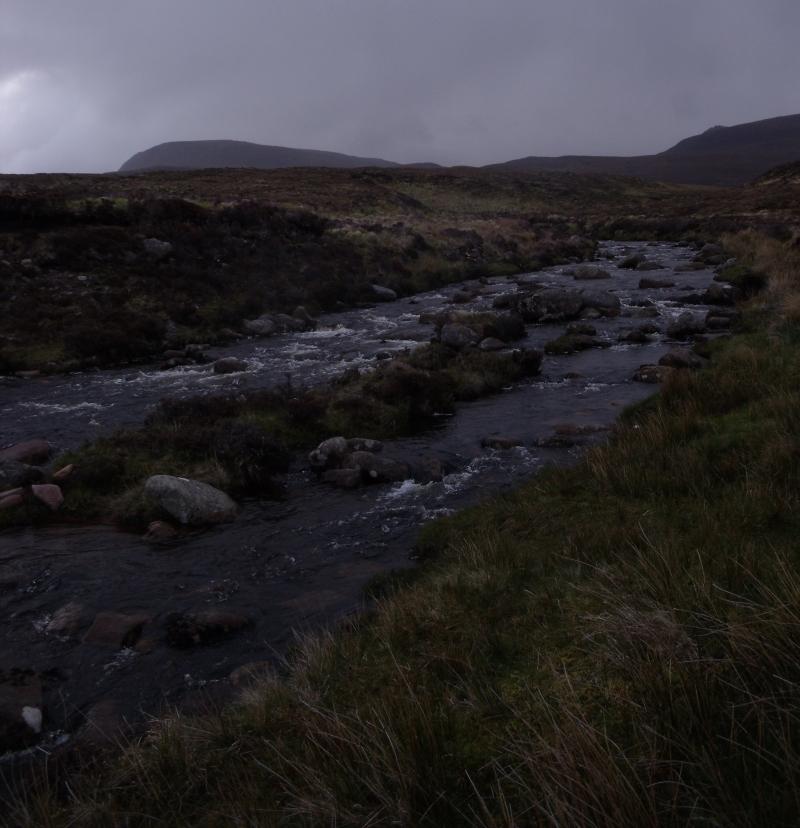 Le niveau a baissé, mais la rivière reste haute...